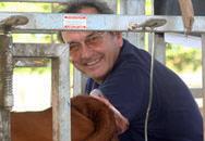 Carlos Munar obteniendo embriones